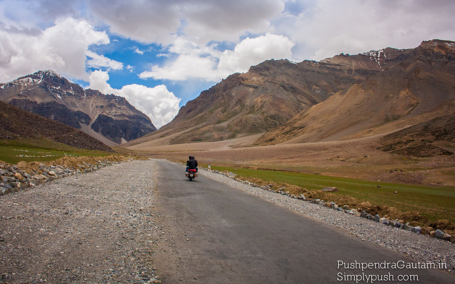 how-to-rent-bike-for-leh-ladkah-bike-trip-travel-lifestyle-photographer-pushpendra-gautam